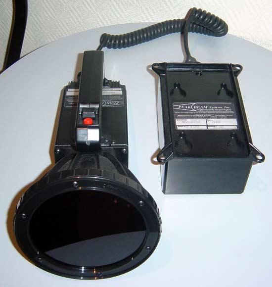 Фото 2 - фара с блоком управления отделена от батареи. Батарею можно носить на ремне. Соединение-разъединение фары и батареи занимает доли секунды